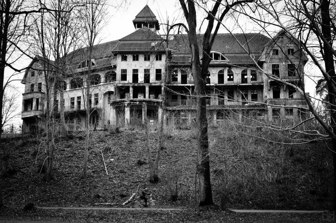 The_Haunted_House_Das_Geisterhaus_(5360049608).jpg